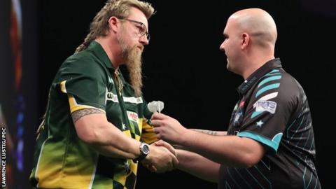 Simon Whitlock and Rob Cross shake hands