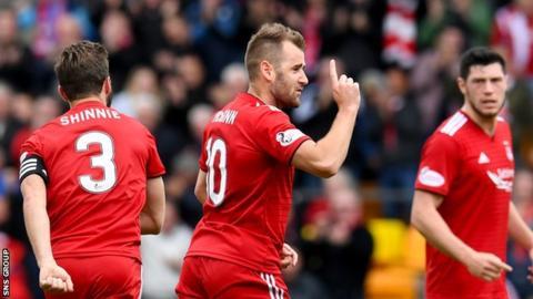 Niall McGinn scored his first goal of the season to earn Aberdeen a draw at McDiarmid Park