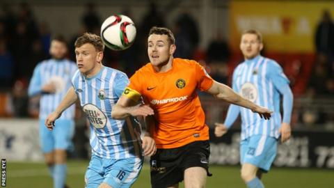 Liam Bagnall of Warrenpoint Town and Aaron Harmon of Carrick Rangers in action at Seaview