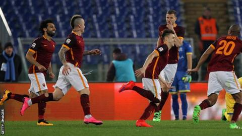 Roma's Stephan El Shaarawy (centre) with his team-mates after scoring against Frosinone