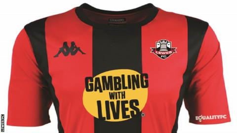Lewes ' shirt