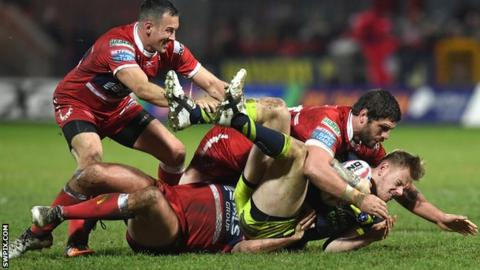 Tom Johnstone is tackled by Hull KR players