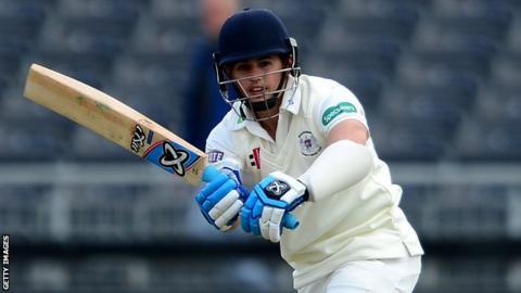 Graeme van Buuren batting for Gloucestershire