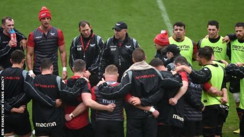 Scarlets team huddle