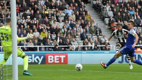 Newcastle's Ayoze Perez scores after 60 second against Ipswich