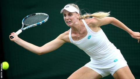 Naomi Broady prepares to hit a forehand