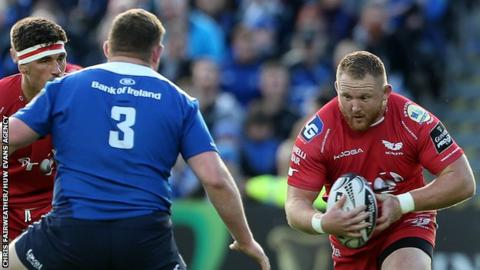 Samson Lee takes on Tadhg Furlong during the Scarlets trip to Leinster