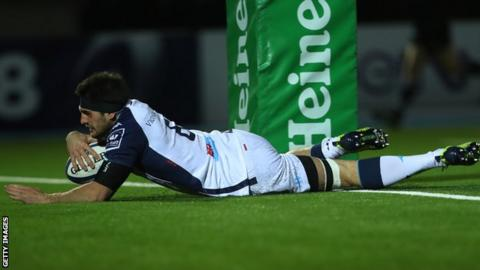 Kelian Galletier scores for Montpellier against Glasgow Warriors
