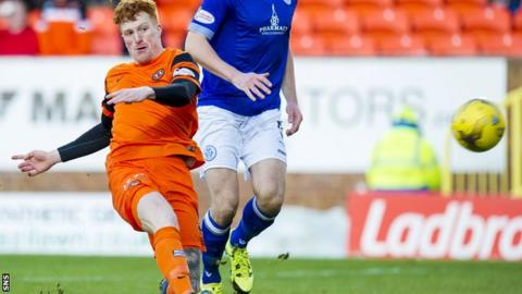 Simon Murray scores for Dundee United