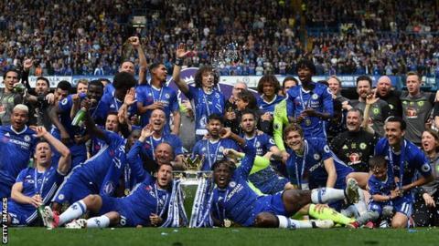 Chelsea celebrate winning the 2016-17 Premier League title
