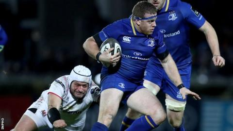 Sean Cronin attempts to get away from Rory Best during a Pro14 game in 2017