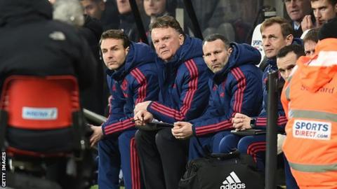 Louis van Gaal on the Manchester United bench, watching play