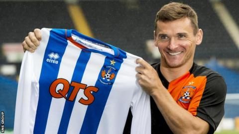 Lee McCulloch with his Kilmarnock shirt
