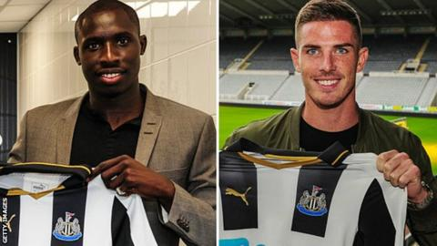 Mohamed Diame (left) and Ciaran Clark