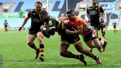 Frank Halai scoring a try for Wasps
