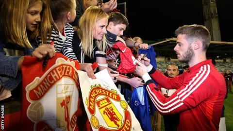 David de Gea with Manchester United fans