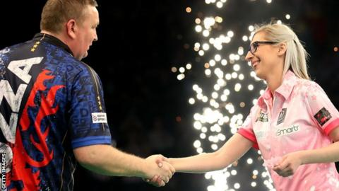 Fallon Sherrock shakes hands with Glen Durrant