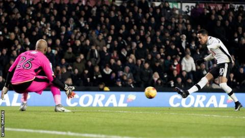 Derby's Tom Ince scores against Reading