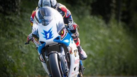 Isle of Man TT 2019: Mugen mounted Michael Rutter wins TT Zero - BBC