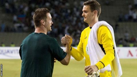 Celtic manager Ronny Deila congratulates goalkeeper Craig Gordon