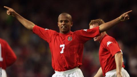 2002: After failing to qualify for the 2002 World Cup, Hughes' Wales warm-up for the Euro 2004 campaign with impressive friendly performances including a Robert Earnshaw inspired win over Germany.