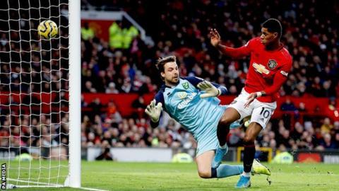 Rashford double on 2 hundredth appearance sends Man Utd fifth thumbnail