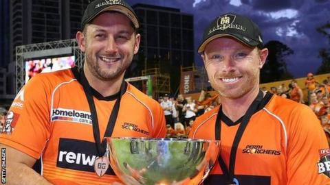 Ian Bell (right) helped Perth to Big Bash glory in 2017 alongside former England team-mate Tim Bresnan