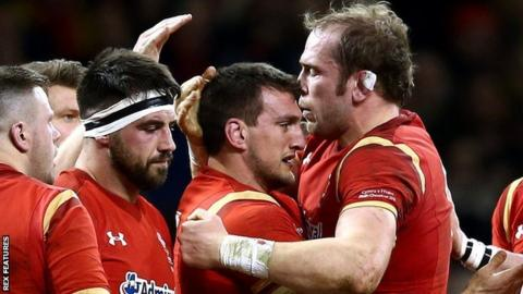 Sam Warburton and Alun Wyn Jones celebrate Wales' win against France in 2016