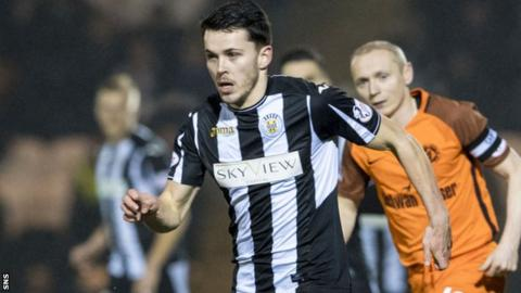 Lewis Morgan runs with the ball for St Mirren against Dundee United