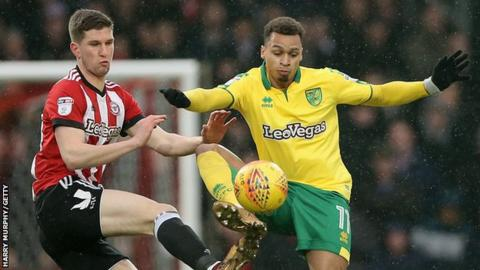 Chris Mepham of Brentford and Josh Murphy of Norwich City