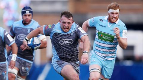 Dillon Lewis of Cardiff Blues makes a break