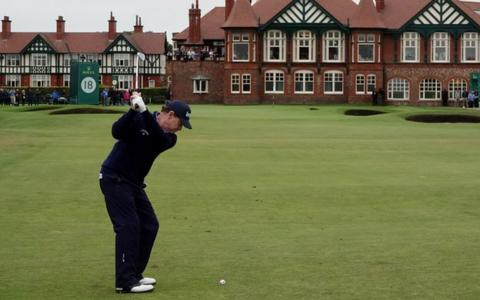 Tom Watson at the 18th hole