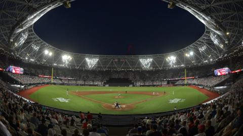 LONDON, ENGLAND - JUNE 29: A general view of the action during the MLB London Series game between the New York Yankees and the Boston Red Sox at London Stadium on June 29, 2019 in London, England. (Photo by Justin Setterfield/Getty Images)