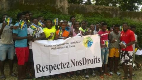 Footballers in Gabon have publicly protested about the situation