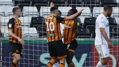 Nouha Dicko celebrates after equalising for Hull City