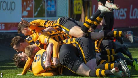 Alloa's players celebrate the goal that gave them a fourth consecutive win on Saturday