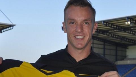 Tony McMahon joins Oxford United