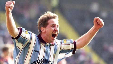 John Robertson celebrates a Hearts goal against Aberdeen in the 1996 Scottish Cup semi-final