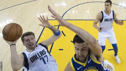 Mavericks rout Curry-less Warriors