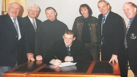 Wayne Rooney signs professional contract at Everton