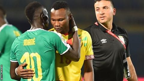 Senegal forward Sadio Mane (left) greets Benin's forward Desire Segbe Azankpo during the 2019 Africa Cup of Nations quarter-final