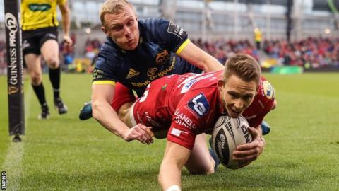 Liam Williams scores the opening try on his final appearance for the Scarlets