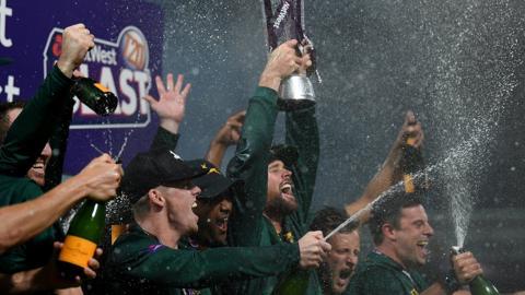 Notts Outlaws celebrate T20 Blast win