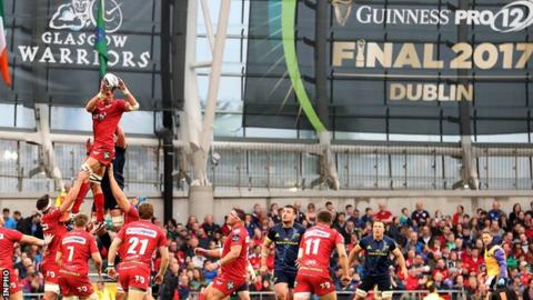 A Scarlets line-out during the Pro12 final against Munster at the Aviva Stadium in May