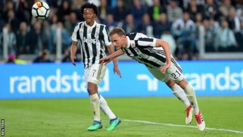 Juventus beats Sampdoria 3-0 to go 6 points clear of Napoli