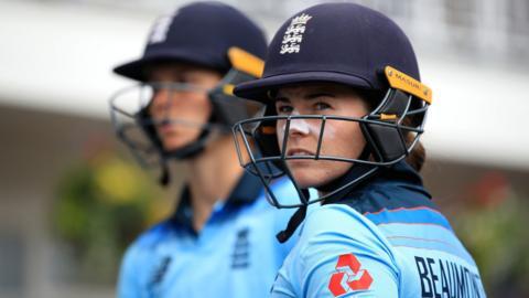 England's Amy Jones and Tammy Beaumont