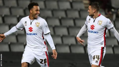 Nicky Maynard (left)