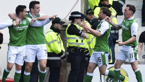 Hibs lead 1-0 at Easter Road