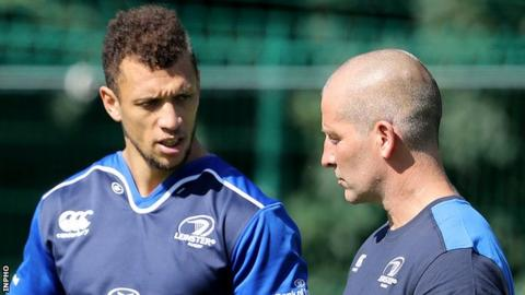 Stuart Lancaster talks to Leinster back Zane Kirchner