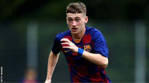 Louie Barry playing for Barcelona under-19s